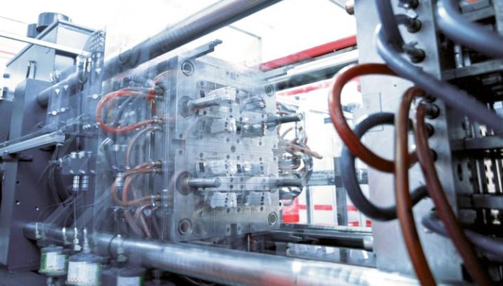 Machines à mouler les plastiques et couler les métaux sous pression